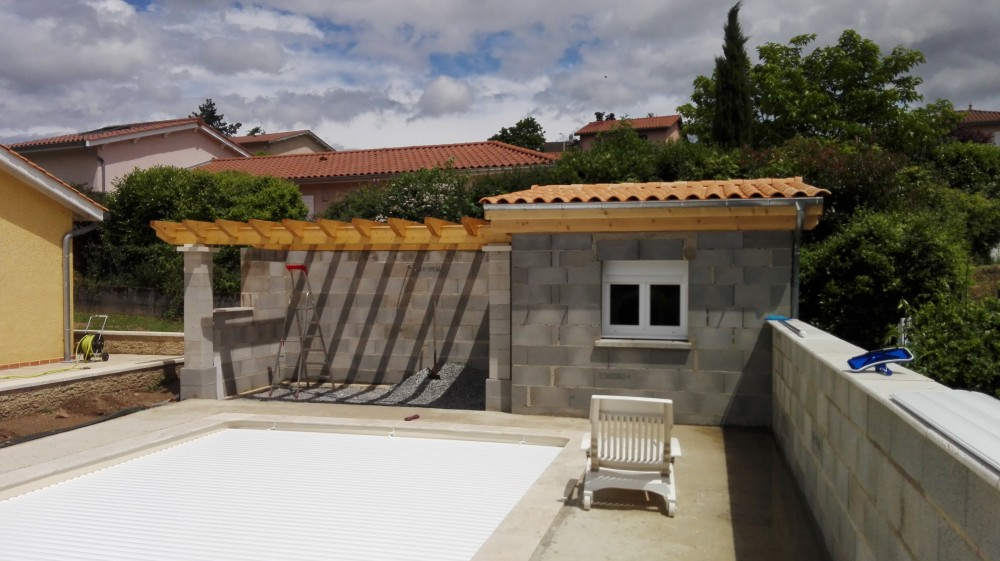 Charpente pool house pergola tuile menuiserie fagot - Photos pool house piscine ...