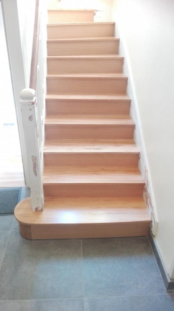 escalier en chêne plus habillage marches et contre marches escalier