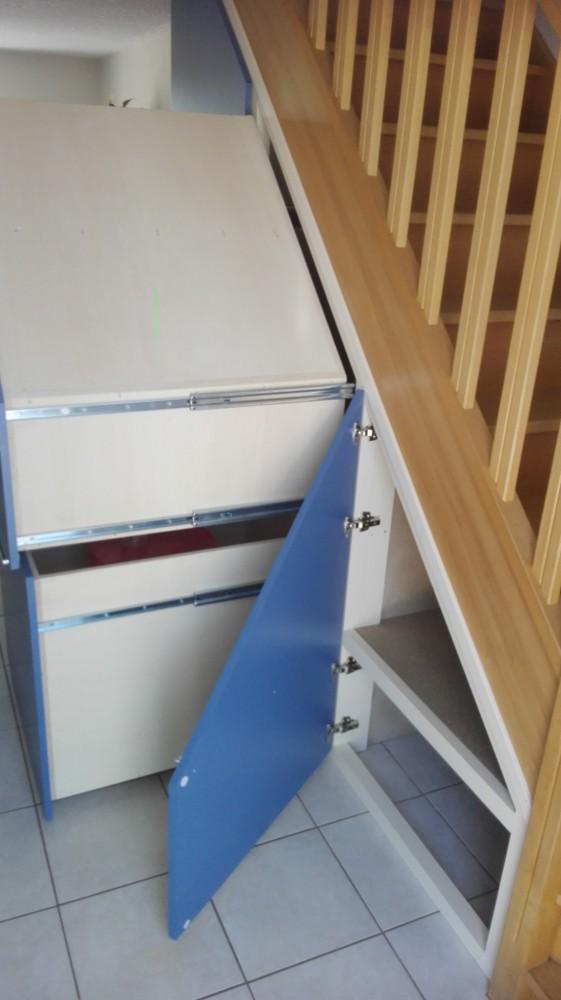 Placard sous escalier menuiserie fagot - Porte de placard sous escalier ...